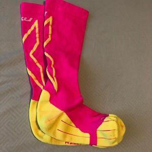 2XU compression socks pink and yellow